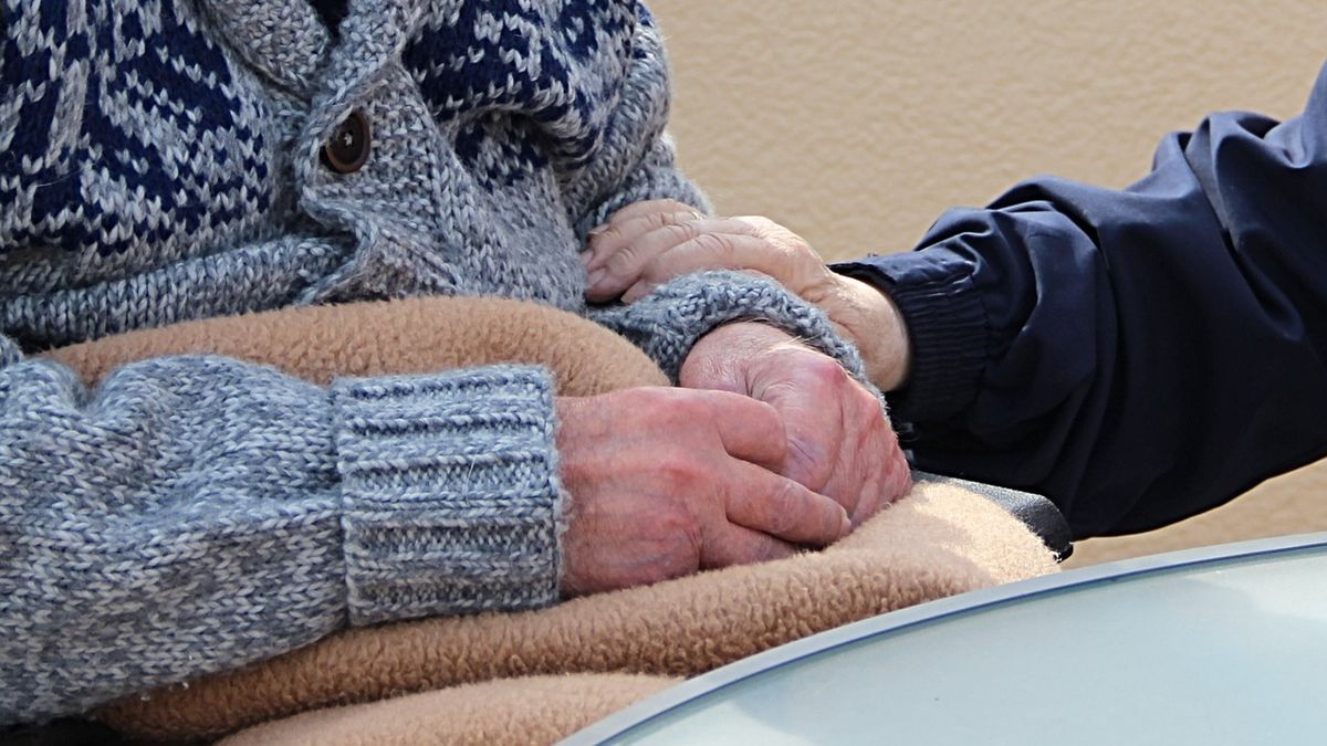 FTC warns some nursing homes, assisted living facilities trying to take patient stimulus checks