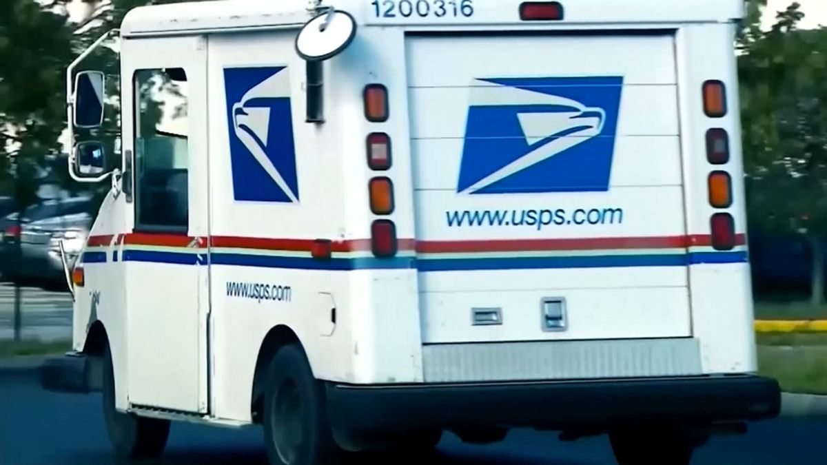 Jacksonville postal worker pleads guilty to stealing mail