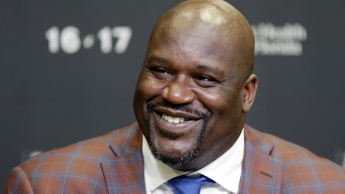 'Get the nicest one.' Shaq covers family's Best Buy purchase after they express Kobe condolences