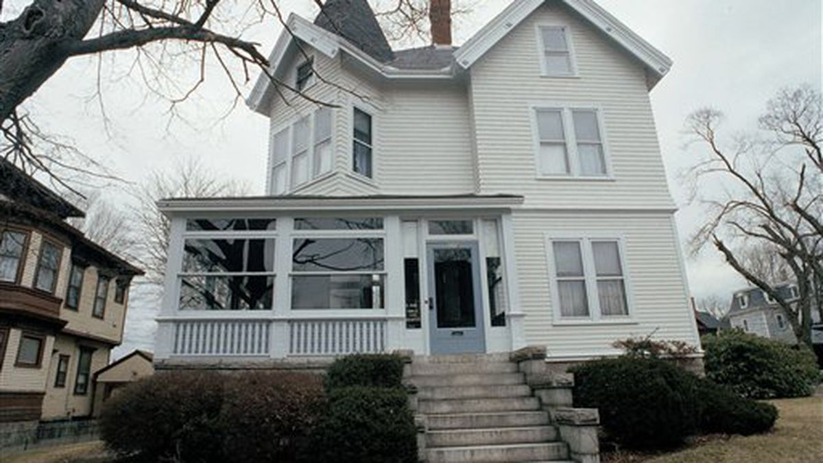 For sale: Lizzie Borden house on the market