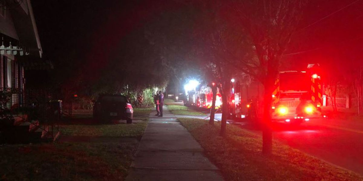 JFRD: One injured in early morning apartment fire in Riverside