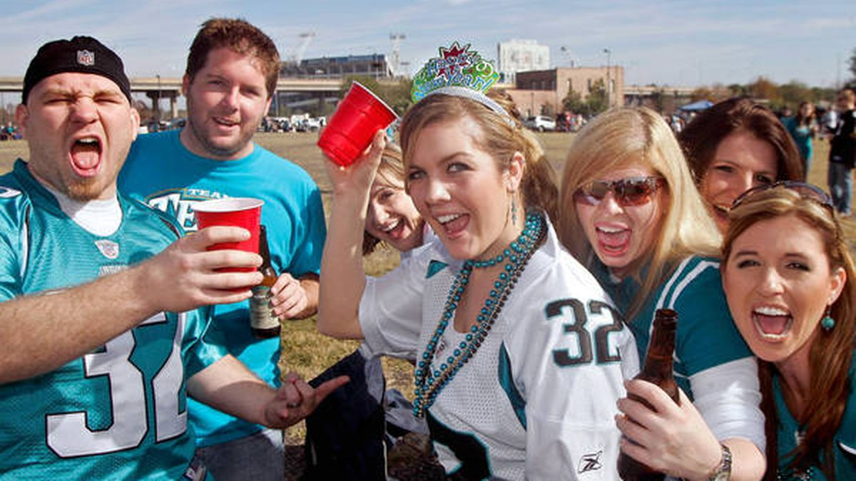 NEW: Jacksonville Jaguars now giving warnings to tailgaters to pack up 30 minutes after kickoff
