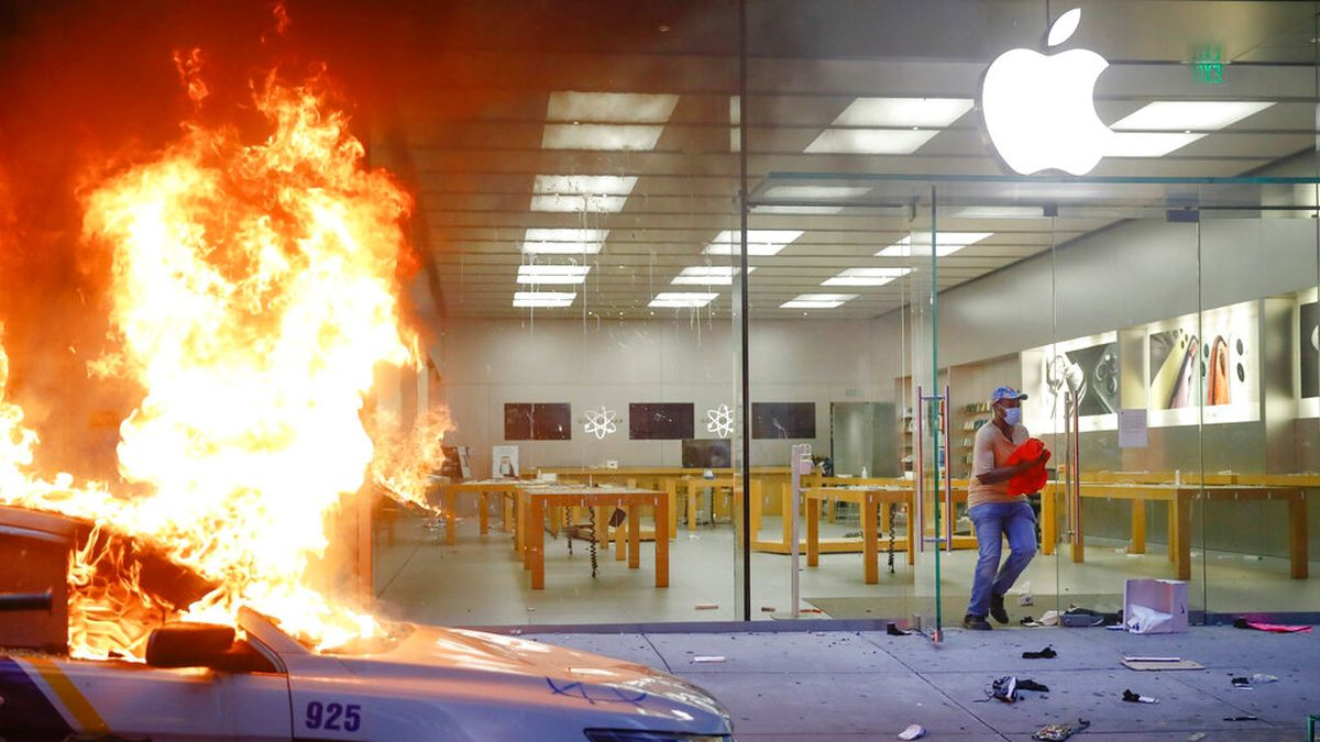 Apple could be tracking iPhones stolen during looting