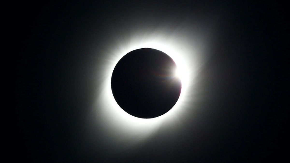 Simma Sky: South American Total Eclipse and SATURN