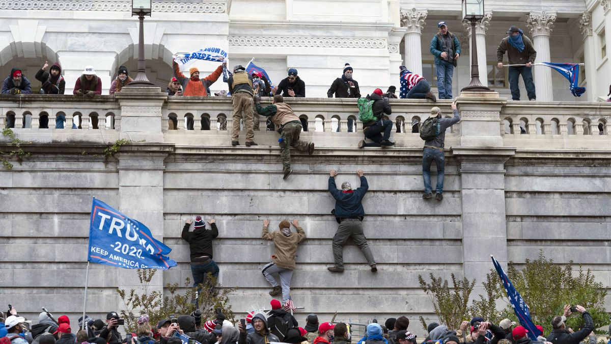 Capitol security officials blame communication breakdown for insurrection