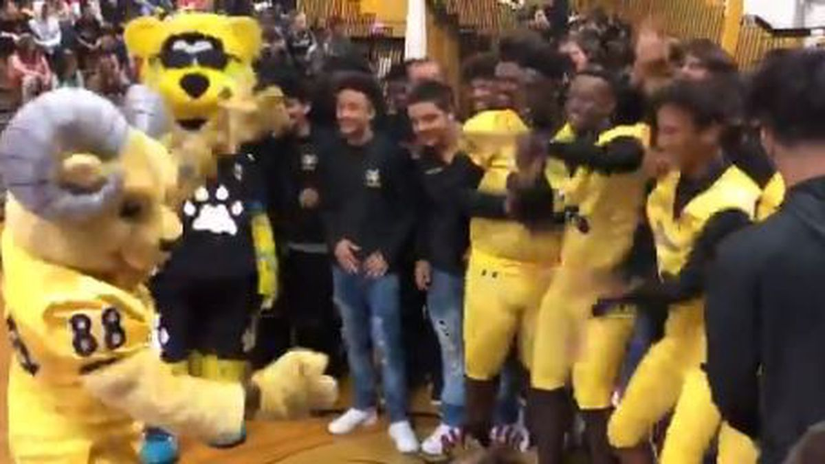 Jacksonville Jaguars surprise Englewood High with new football uniforms