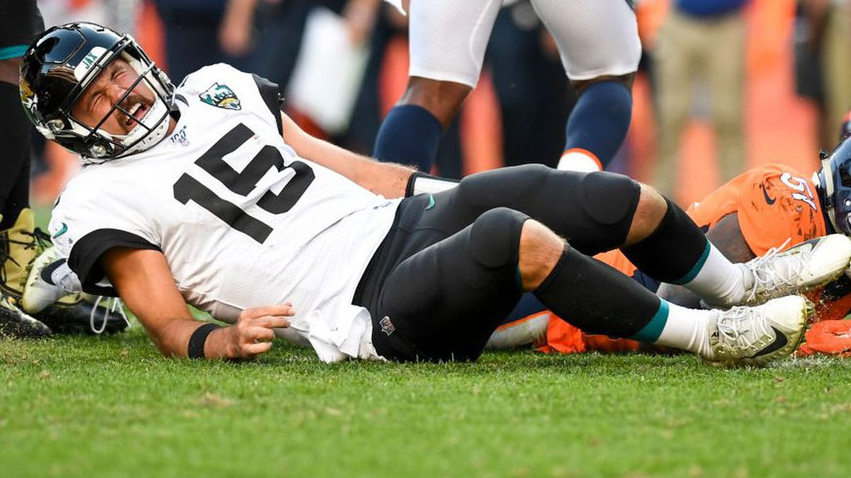 INJURY REPORT: Gardner Minshew II sustained knee injury during game against Denver Broncos